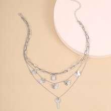Mehrschichtige Halskette mit Schluessel Dekor