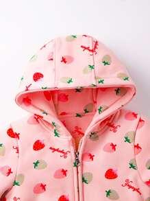 Chaqueta con capucha con estampado de fresa con pantalones