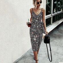 Cami Kleid mit ueberallem Muster, Selbstband und Schlitz