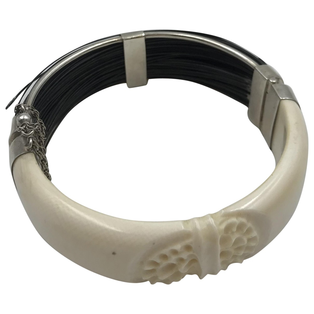 Non Signe / Unsigned Motifs Ethniques Armband in  Weiss Exotenleder