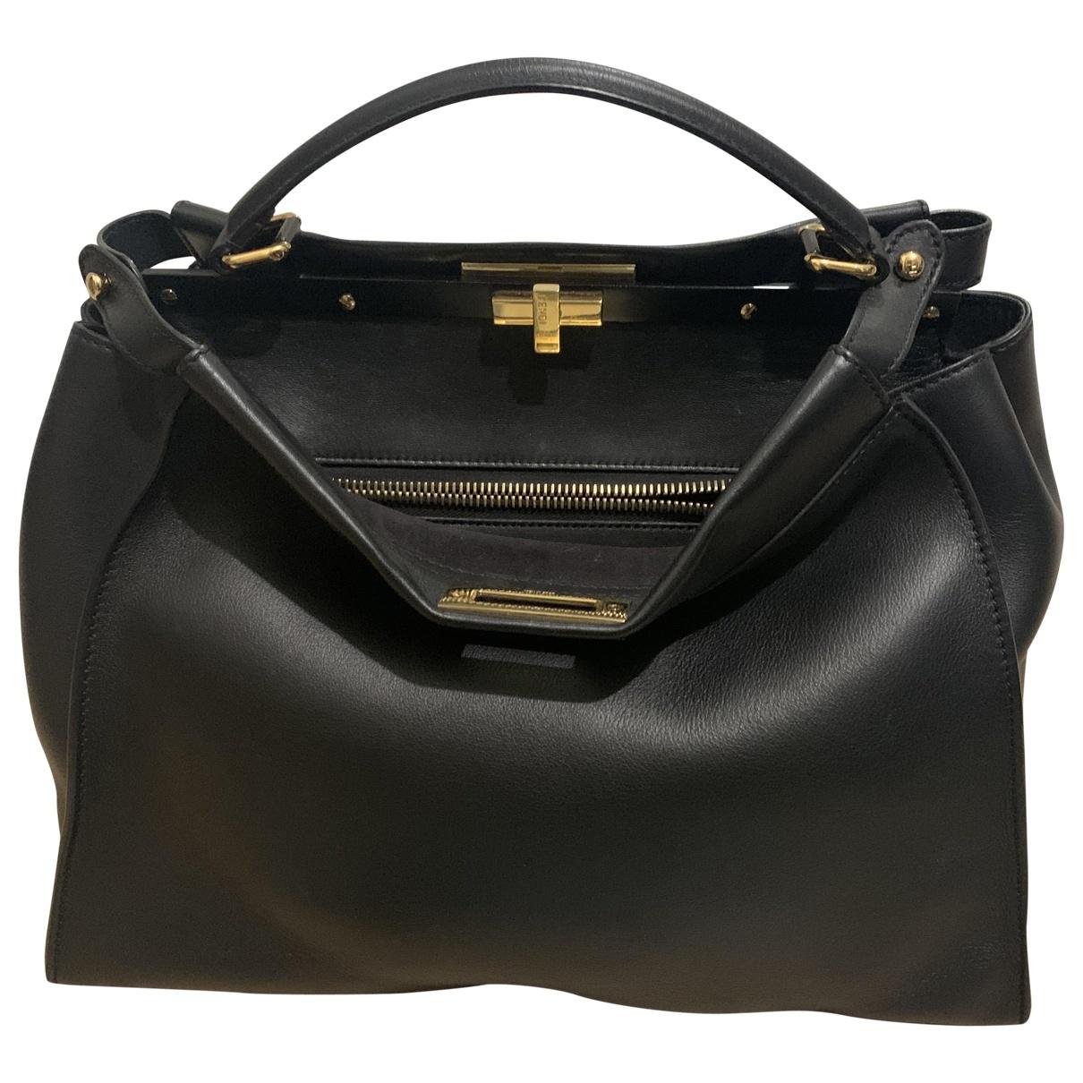 Fendi Peekaboo Handtasche in  Schwarz Leder
