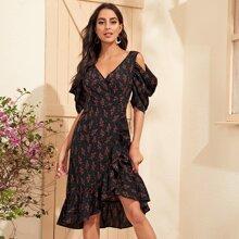 Schulterfreies Kleid mit Raffungsaum, Bluemchen Muster und Wickel Design