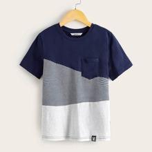 Camiseta de niños de color combinado de rayas con parche de letra