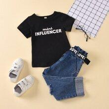 T-Shirt mit Buchstaben Grafik und Jeans mit Riss