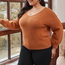 Einfarbiger Pullover mit V-Kragen und sehr tief angesetzter Schulterpartie