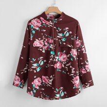 Camisa bajo curvo con estampado floral