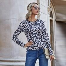 Camiseta de cuello redondo con estampado de leopardo