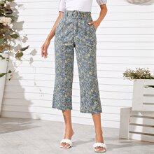 Hose mit Gaensebluemchen Muster und Guertel