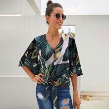 Bluse mit tropischem Muster und Knoten vorn