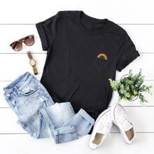 T-Shirt mit Tasche & Regenbogen Muster
