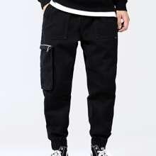 Jeans mit Reissverschluss Detail und Taschen