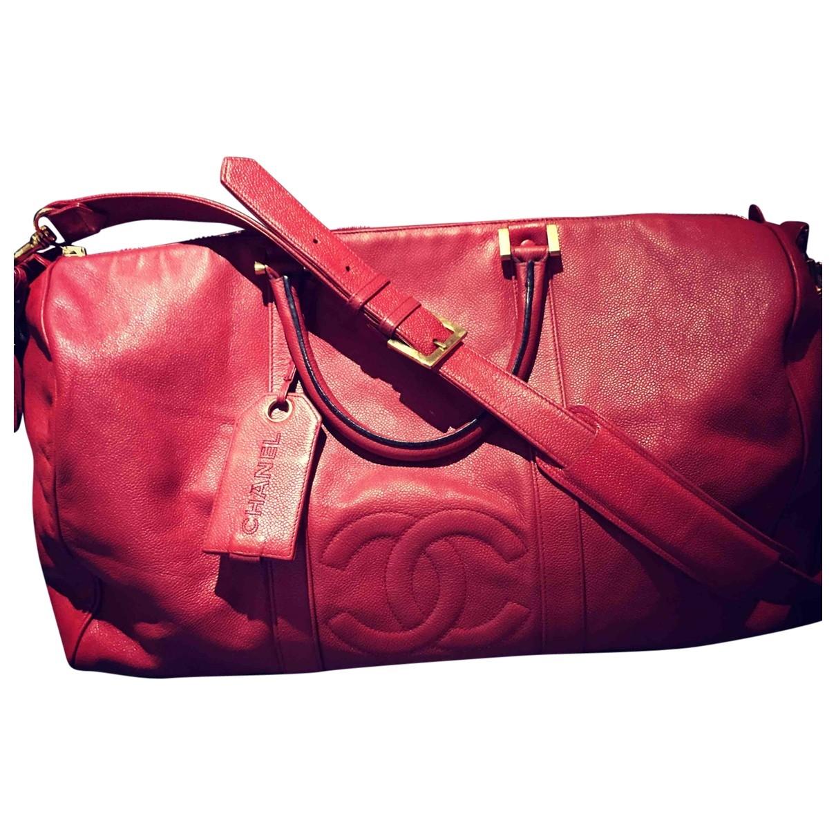 Chanel \N Reisetasche in  Rot Leder