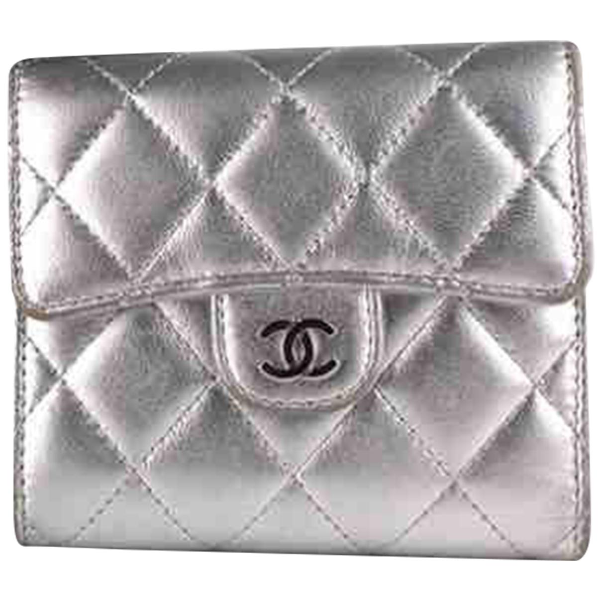 Chanel Timeless/Classique Kleinlederwaren in  Silber Leder