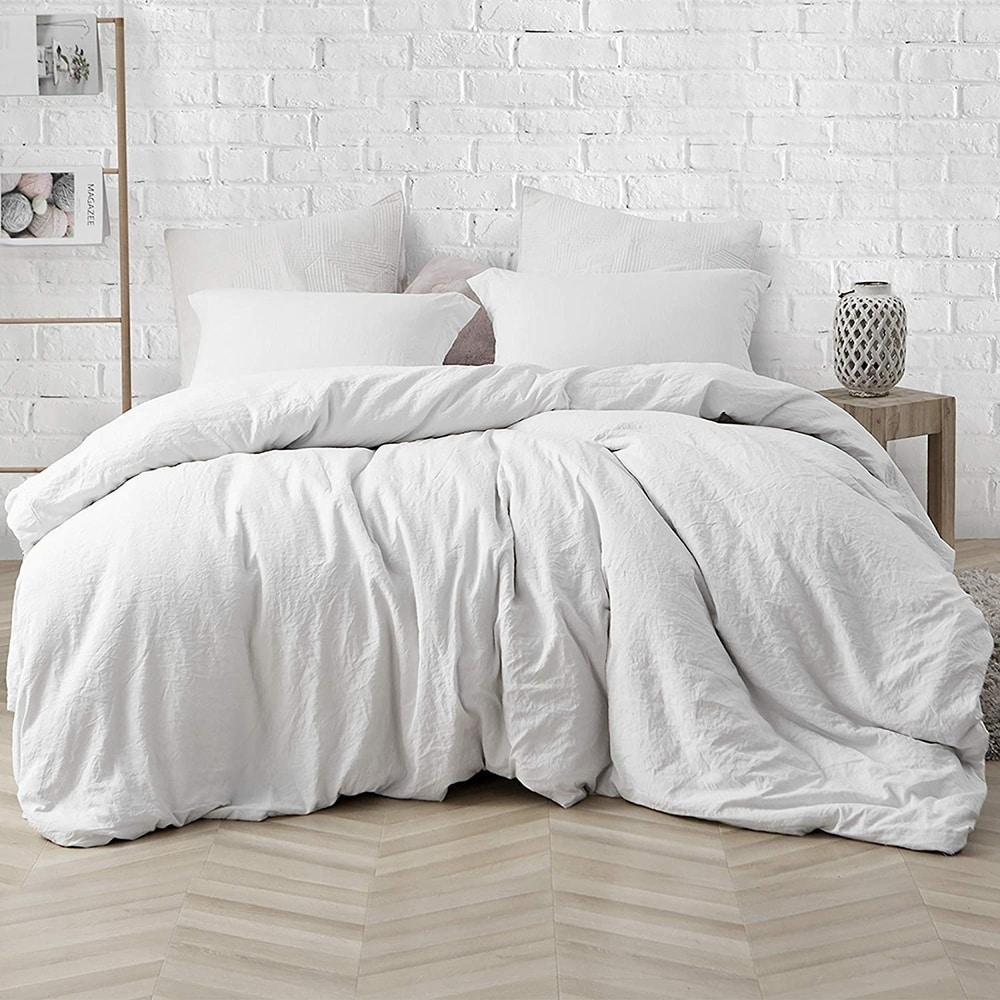 Porch & Den Arlinridge Farmhouse White Comforter (King)