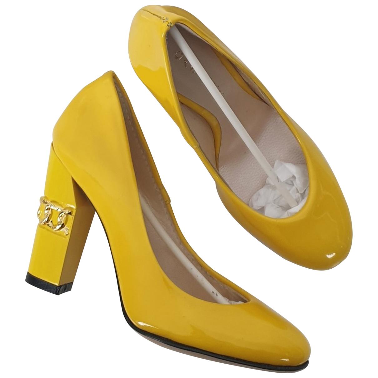 Casadei - Mode   pour lifestyle - jaune