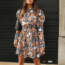 Kleid mit Stehkragen, Gigotaermeln und Blumen Muster