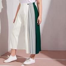 Hose mit Falten Detail und breitem Beinschnitt