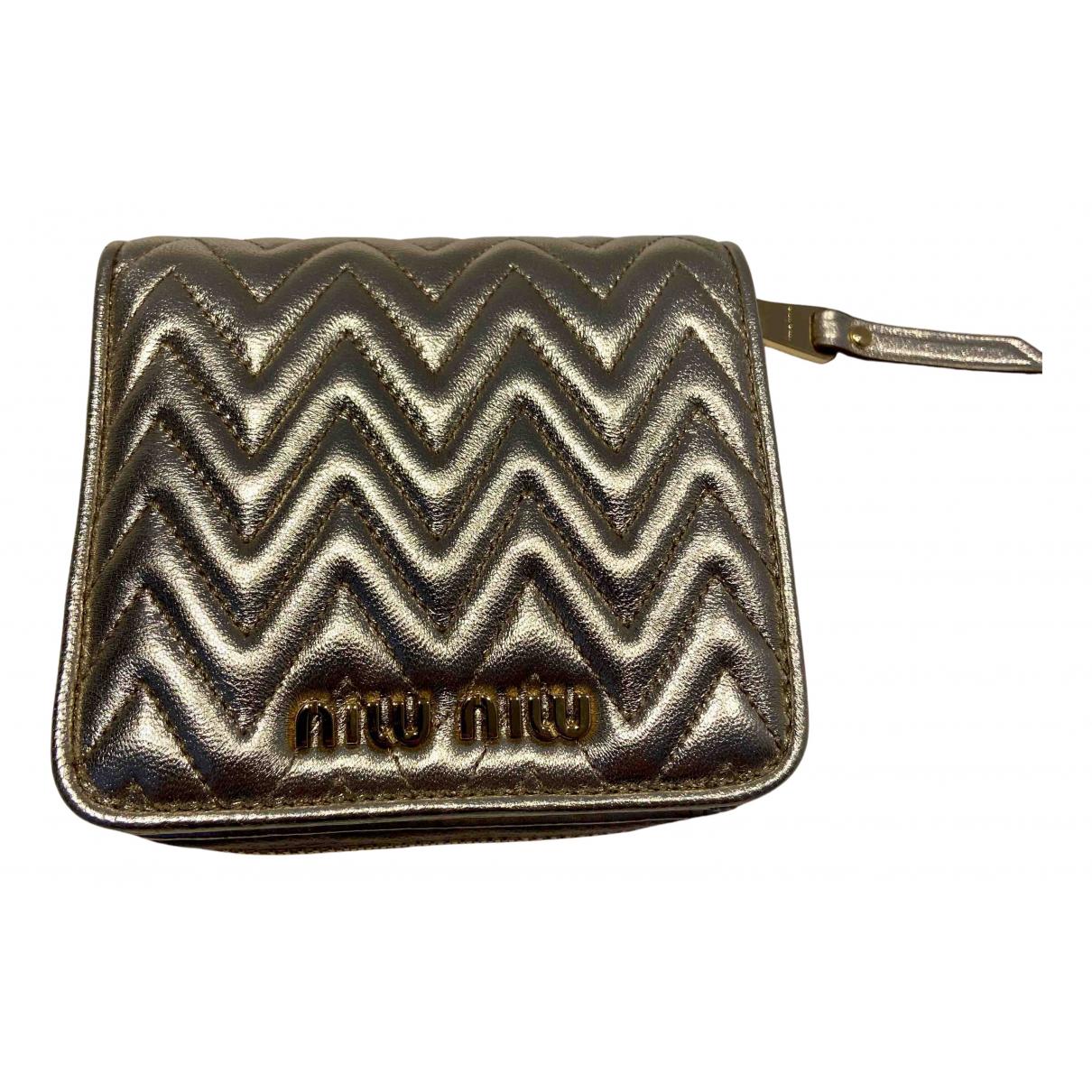 Miu Miu \N Portemonnaie in  Gold Leder