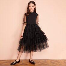 Maedchen Kleid mit Rueschenbesatz, Raffung und Netzstoff