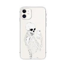iPhone Schutzhuelle mit Schaedel Muster