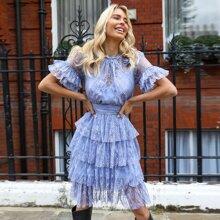 Kleid mit Rueschen, Schosschenaermeln, mehrschichtigen Saum und Spizten