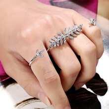 Anillo vinculado de hoja con diamante de imitacion