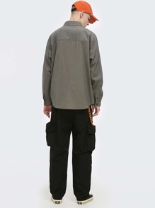 Men Flap Pocket Solid Cargo Pants Without Chain