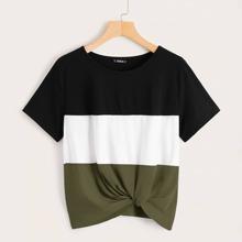 T-Shirt mit Farbblock, Twist vorn und kurzen Ärmeln