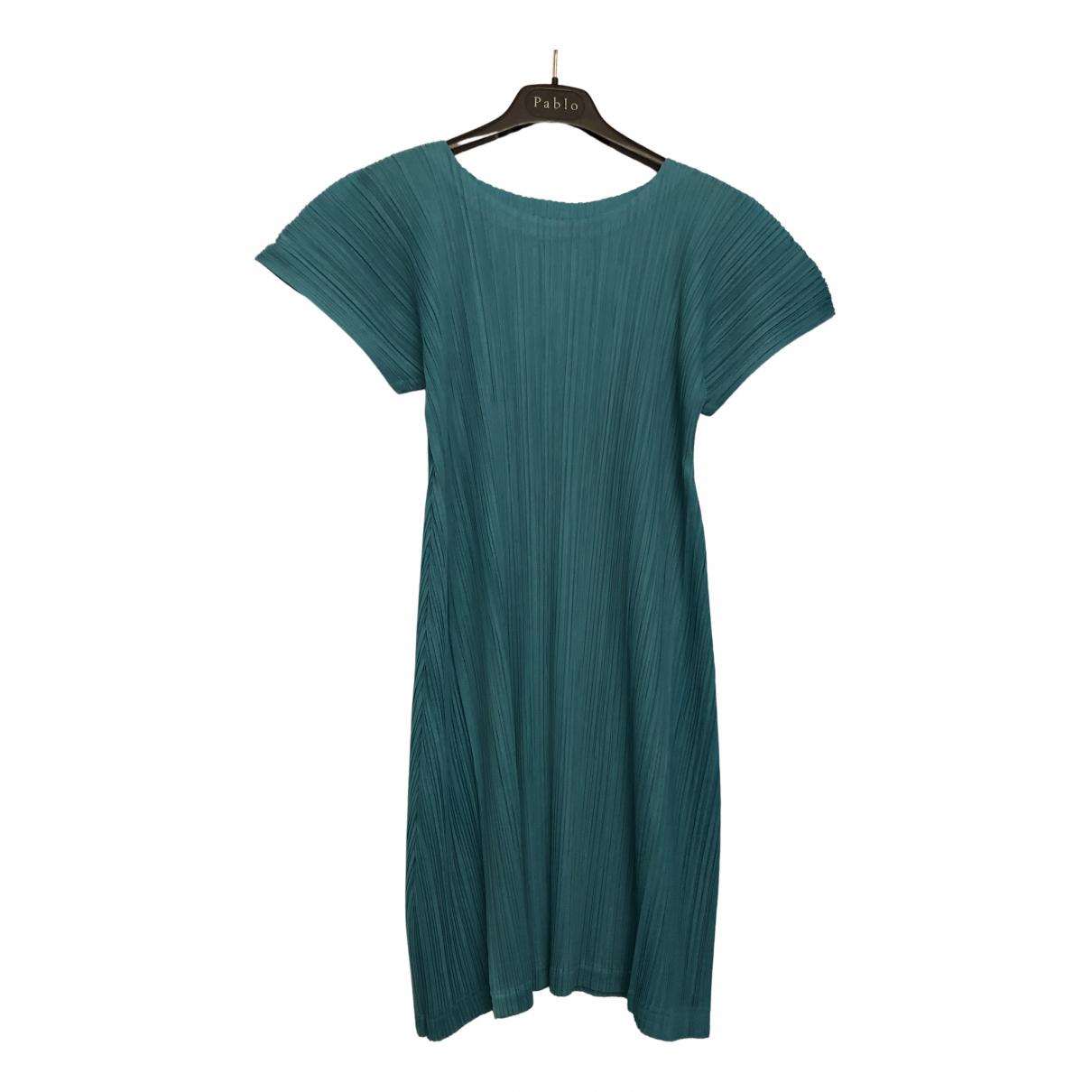 Issey Miyake \N Kleid in  Tuerkis Polyester