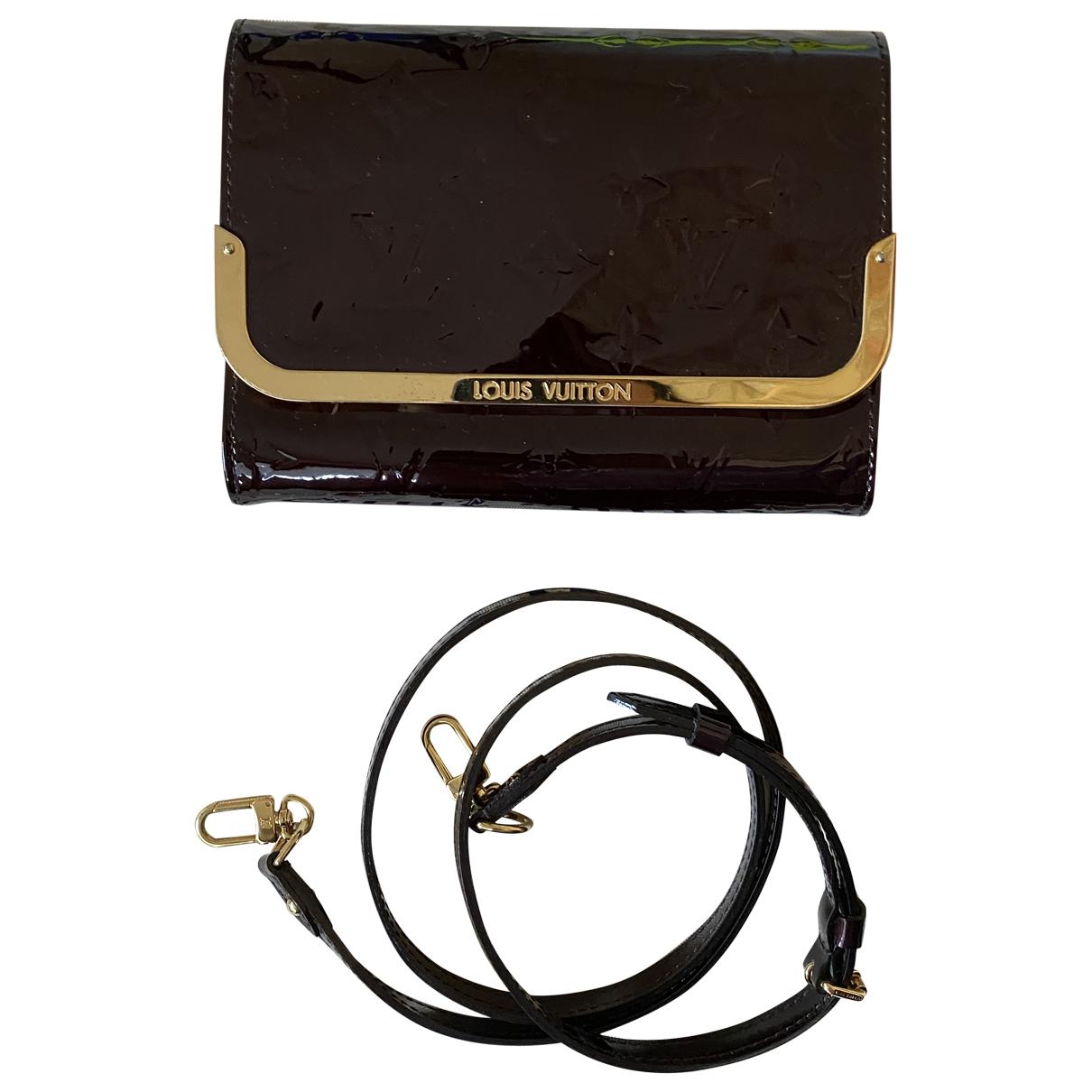 Louis Vuitton \N Clutch in Lackleder
