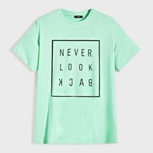 Maenner T-Shirt mit Buchstaben Grafik