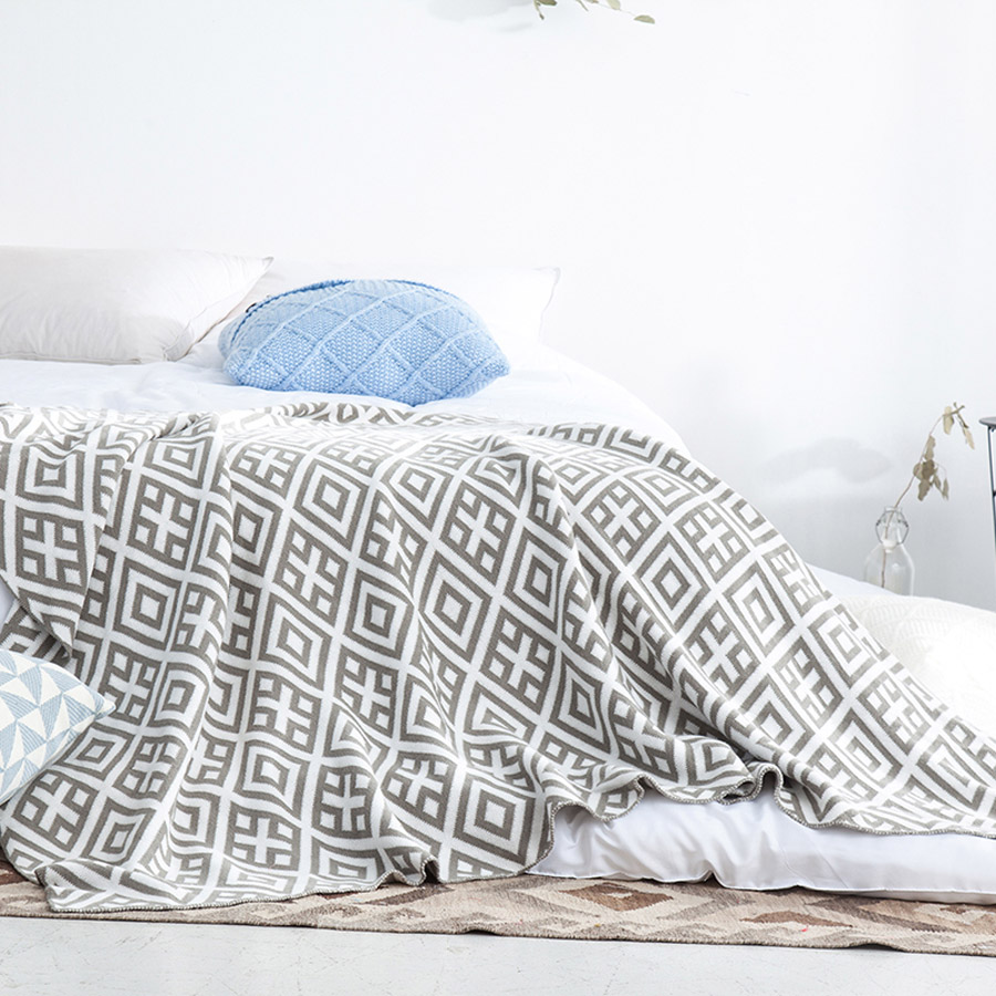 Simple Plaid and Stripe Geometric Pattern Cotton Knitting Blanket