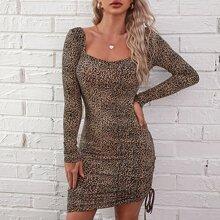 Figurbetontes Kleid mit Kordelzug, seitlicher Ruesche und Leopard Muster