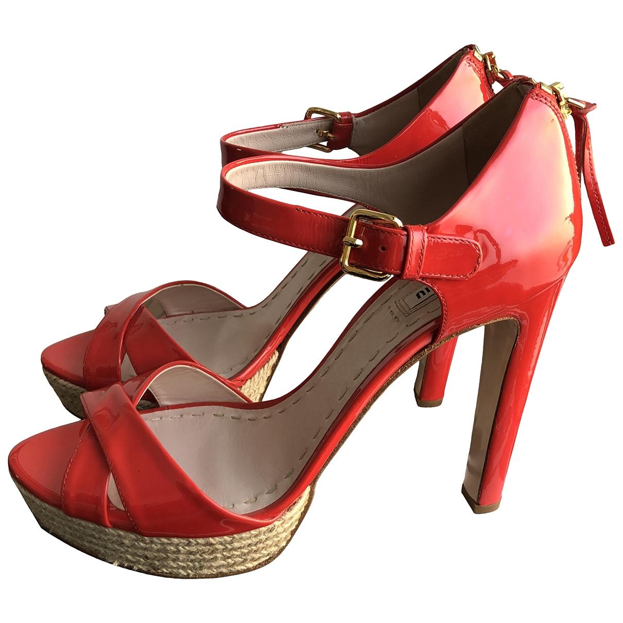 Miu Miu - Sandales   pour femme en cuir verni - rouge