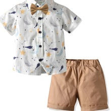 Kleinkind Jungen Hemd mit Galaxis Muster, Schleife und Shorts