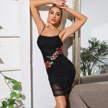 Kleid mit Blumen Stickereien