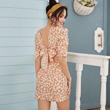 Vestido floral fruncido de espalda con cordon