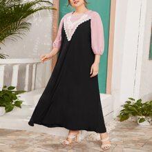 Kleid mit Kontrast Spitzen und Bogenkante