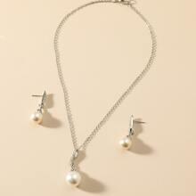 Collar y pendientes con perla artificial