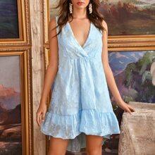 Kleid mit V-Kragen, Stufensaum, Applikationen und Raffungsaum