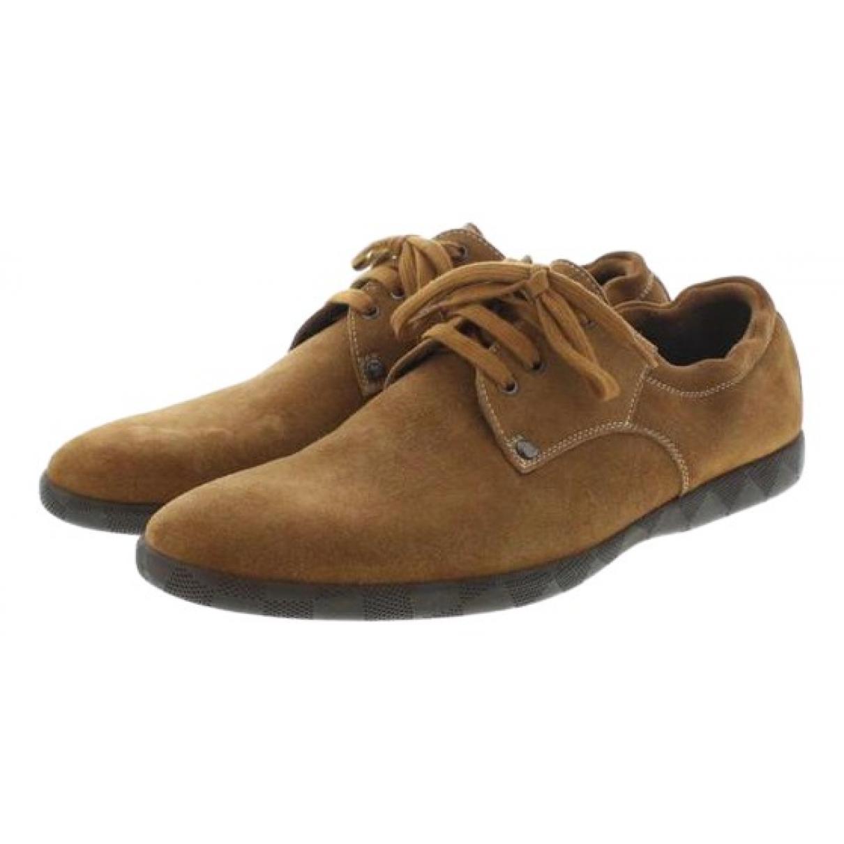 Louis Vuitton \N Sneakers in  Braun Veloursleder