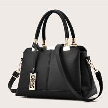 Handtasche mit metallischem Dekor & Tasche Anhaenger