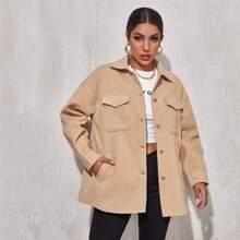 Mantel mit Taschen Klappe und sehr tief angesetzter Schulterpartie