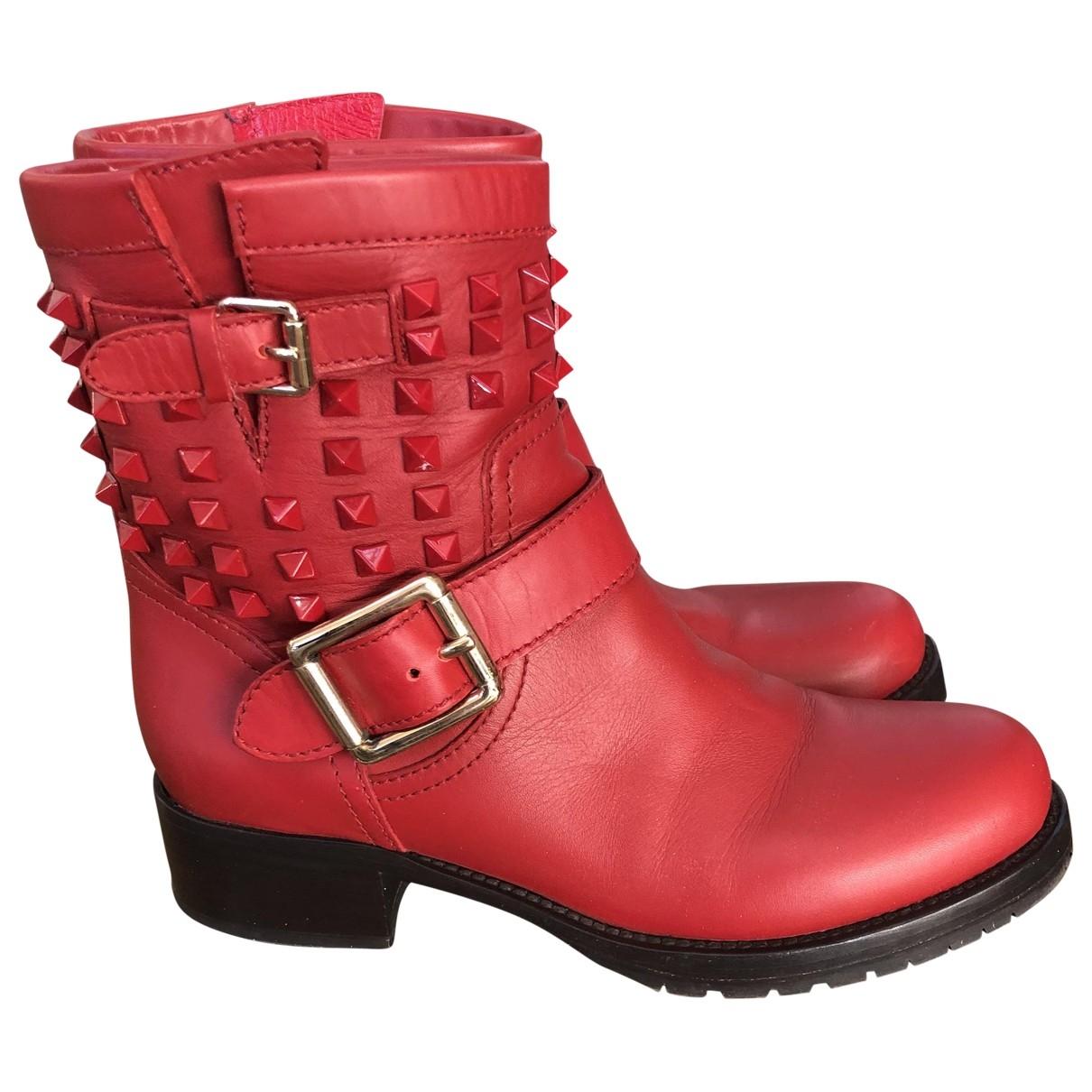 Valentino Garavani Rockstud Stiefeletten in  Rot Leder