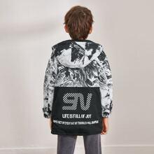 Abrigo con estampado de marmol con cinta con slogan