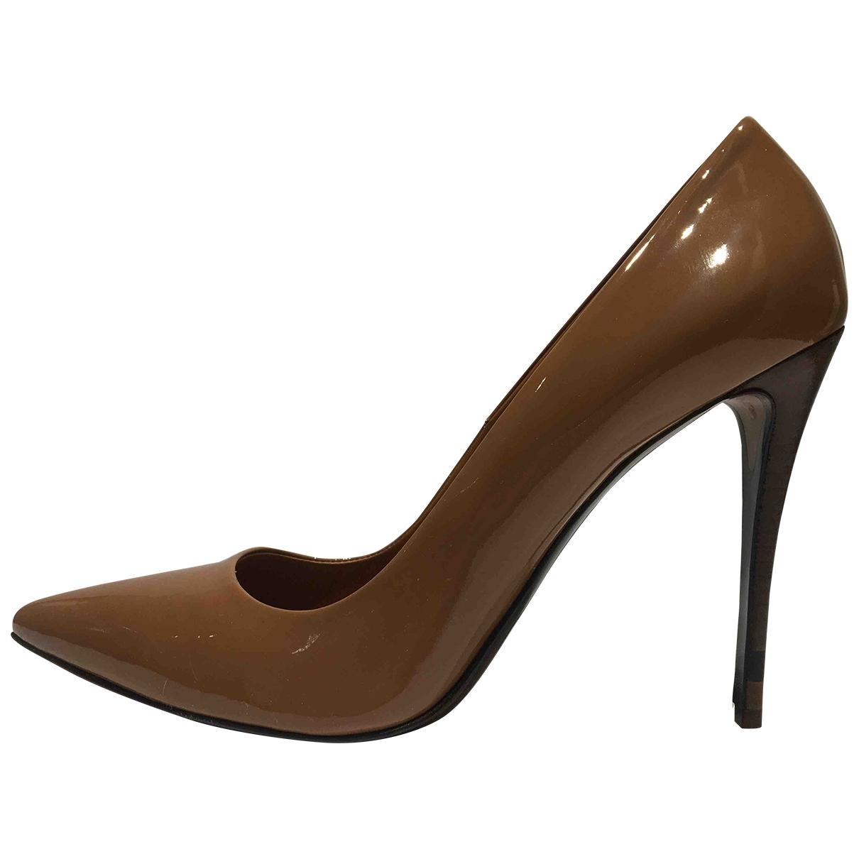 Fendi - Escarpins   pour femme en cuir verni - camel
