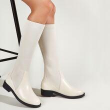Minimalistische Stiefel mit Stich Detail