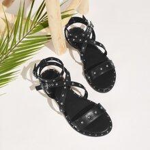 Flache Sandalen mit Nieten Dekor