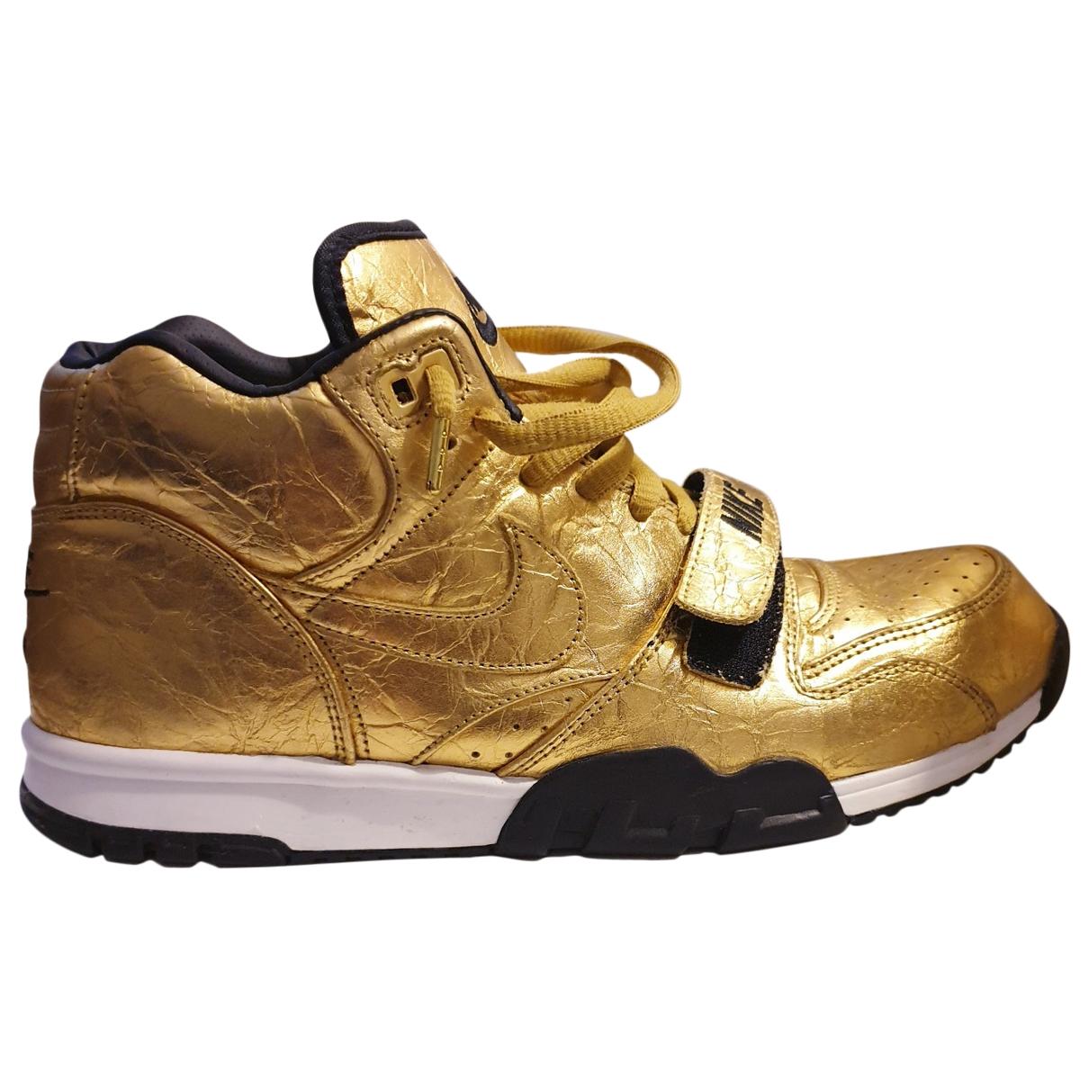 Nike \N Sneakers in  Gold Leder