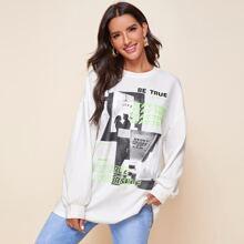 Langer Pullover mit Figur und Buchstaben Grafik und sehr tief angesetzter Schulterpartie